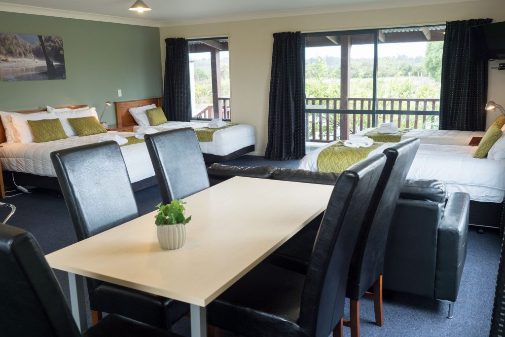 Haast River Motels & Holiday Ground second floor Superior Room interior